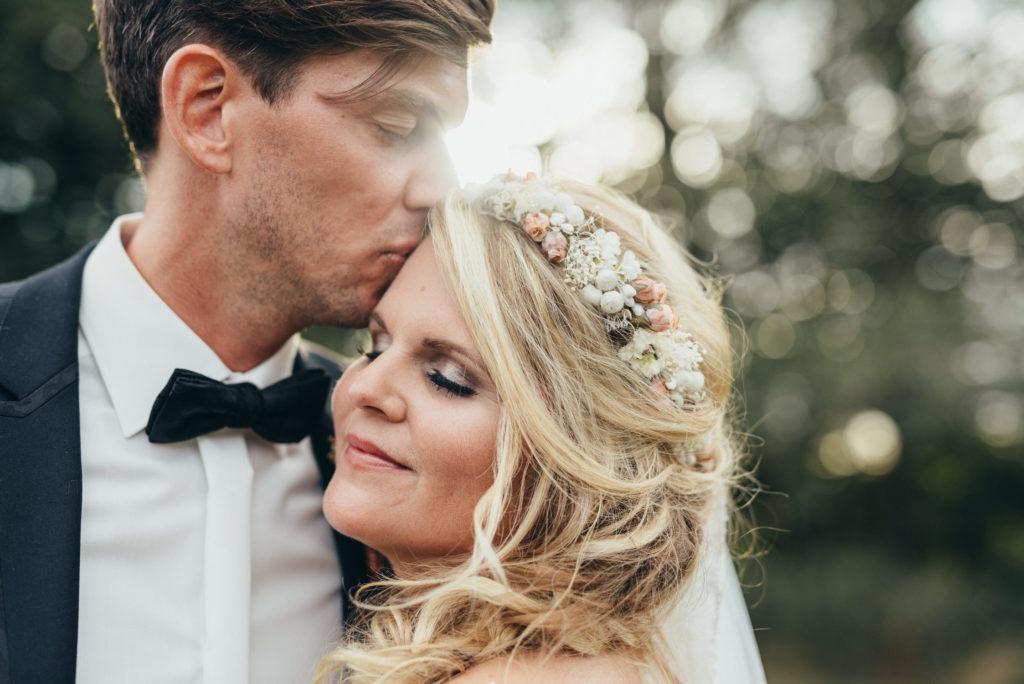 Caro & Jochen Paarfoto bei Ihrer Hochzeit im Schützenhof Eitorf