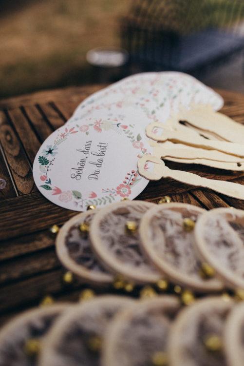 Mini Tamburin mit Spitze und Hochzeitsaccessoires